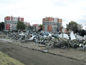 AULNAY-SOUS-BOIS, HIER. Démoli au mois de mai, la carcasse du garage Renault est un tas de gravats, mais la mairie envisage d'y construire un centre commercial à vocation ludique. (LP/G.P.)