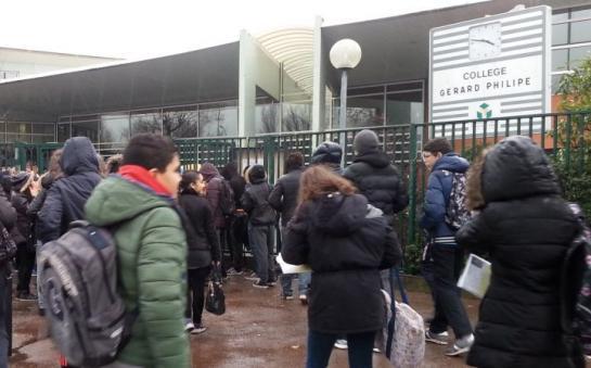 Aulnay-sous-Bois (Seine-Saint-Denis), hier. Les avis des élèves du collège Gérard-Philipe sont très partagés sur l'attentat contre « Charlie Hebdo ». Certains ressentent les satires sur la religion musulmane comme autant d'attaques racistes à leur encontre. (LP/Philippe Lavieille.)