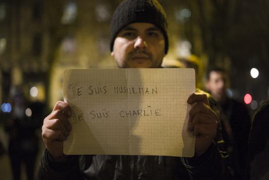 Manifestation en hommage à la tuerie de Charlie Hebdo, le 7 janvier, à Lille. | OLIVIER TOURON/DIVERGENCE pour Le Monde