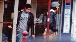 Les frères Mehdi et Mohamed Belhoucine, à la sortie d'une banque (photo non datée).  Crédits photo : DR